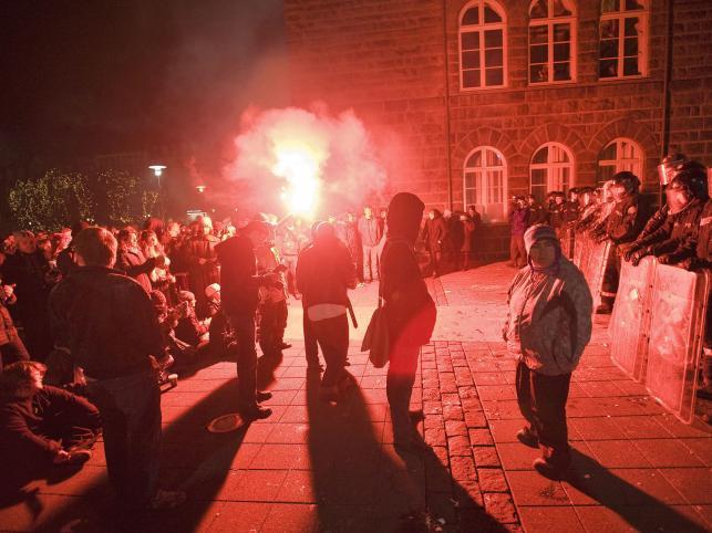 Demonstranci w Reykjaviku od dwóch dni domagają się ustąpienia rządu