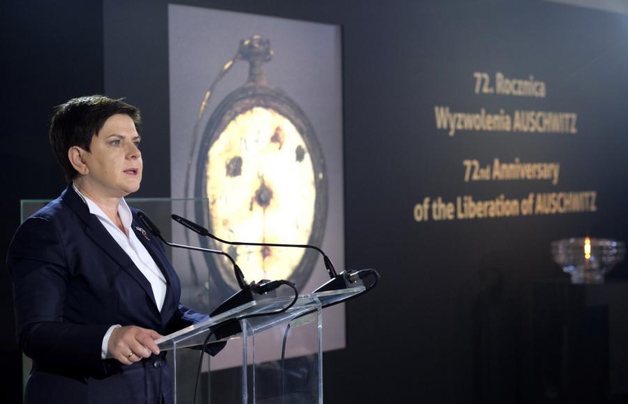 Premier Beata Szydło przemawia w budynku Sauny na terenie byłego obozu Auschwitz II-Birkenau