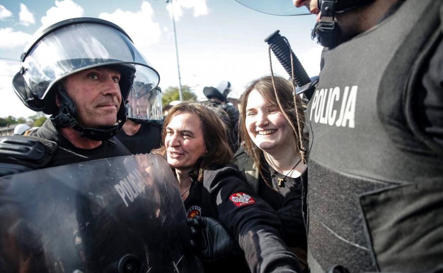 Radna PiS Anna Kołakowska uczestniczy w kontrmanifestacji narodowców podczas Marszu Równości